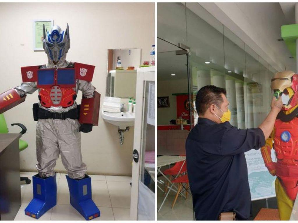 Unik! Pakai APD Superhero di RS, Dokter Nyentrik di Bogor Ini Viral