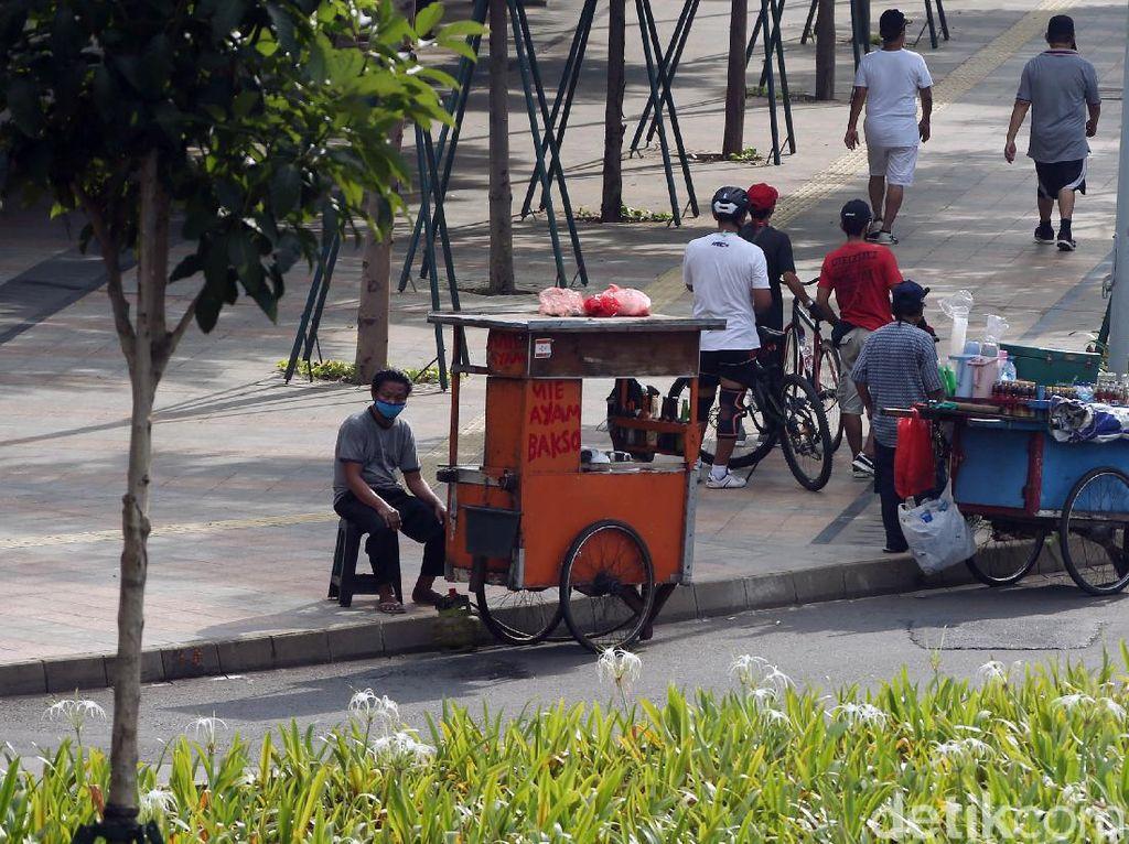 Pandemi Corona, PKL Menjamur di Jalan Sudirman