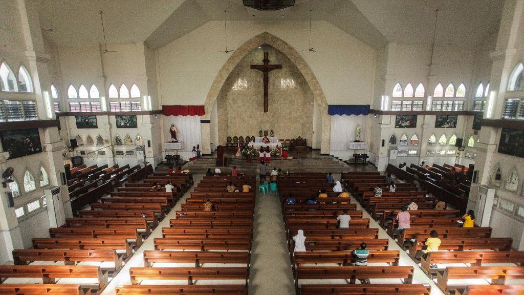 Misa Minggu di Gereja Katedral Palangkaraya Kembali Diadakan