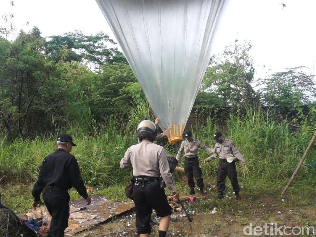 Tradisi Syawalan Terbangkan Balon Udara, Warga Kucing-kucingan dengan Polisi