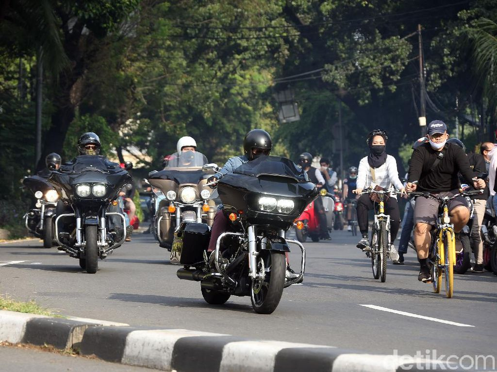 Jangan Baper Ah, di Kuningan Jawa Barat Moge Parkir Bareng Honda BeAT