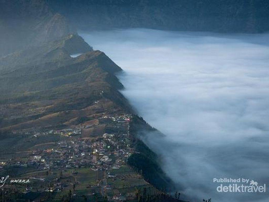 Gunung Bromo Dibuka Jumat, Pendakian Semeru Masih Tutup