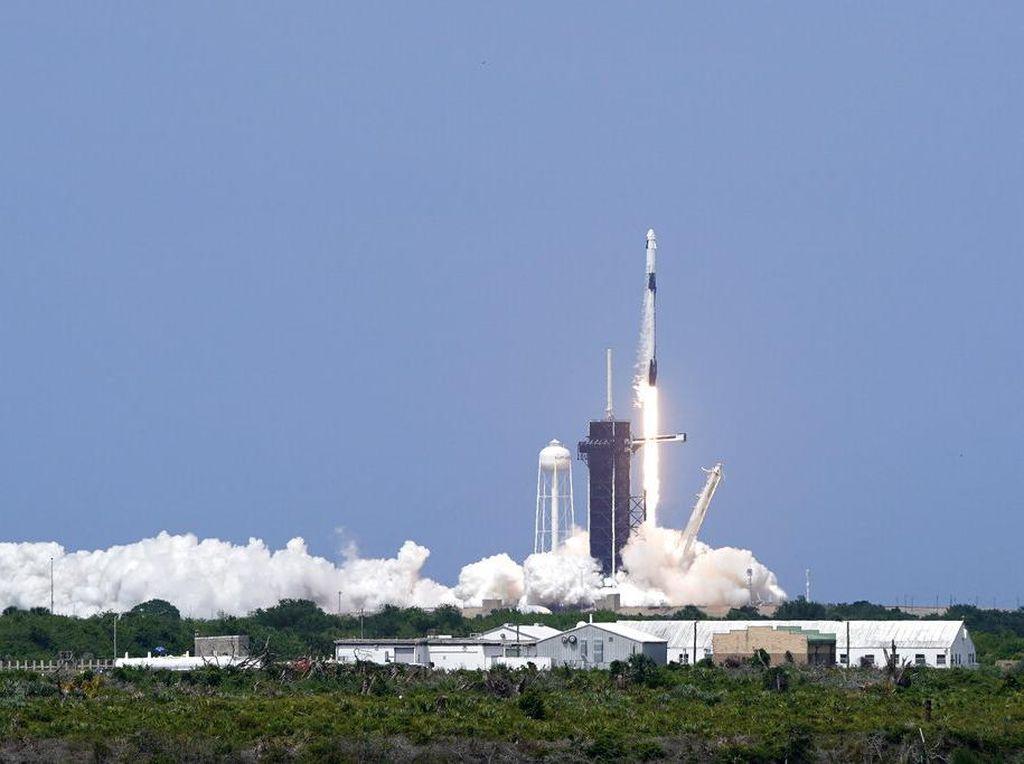 Astronot NASA Dengarkan 2 Lagu Cadas Ini saat Peluncuran SpaceX