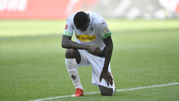 Moenchengladbach's French forward Marcus Thuram reacts after scoring during the German first division Bundesliga football match Borussia Moenchengladbach v Union Berlin in Moenchengladbach, western Germany, on 31 May, 2020. (Photo by Martin Meissner / POOL / AFP) / RESTRICTIONS: DFL REGULATIONS PROHIBIT ANY USE OF PHOTOGRAPHS AS IMAGE SEQUENCES AND/OR QUASI-VIDEO