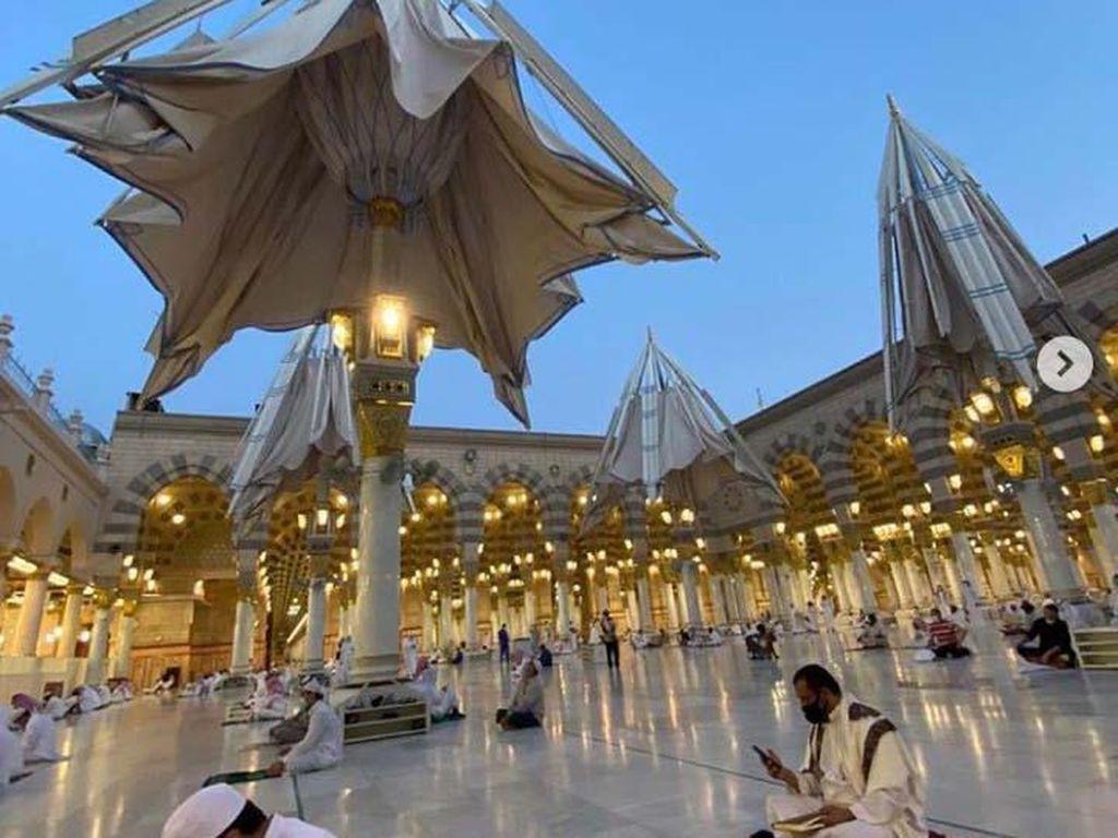 93 Ribu Jamaah Sholat di Masjid Nabawi di Hari Pertama Dibuka Kembali