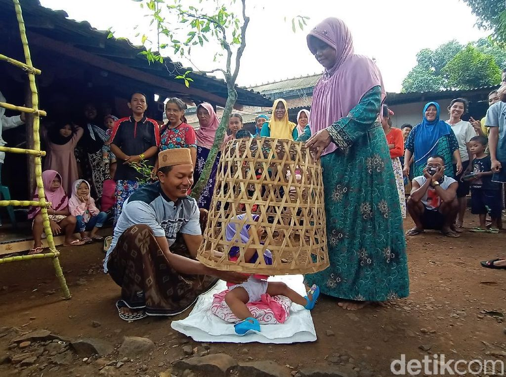 Mudun Lemah, Tradisi Bagi Bayi yang Masih Dilestarikan di Jepara