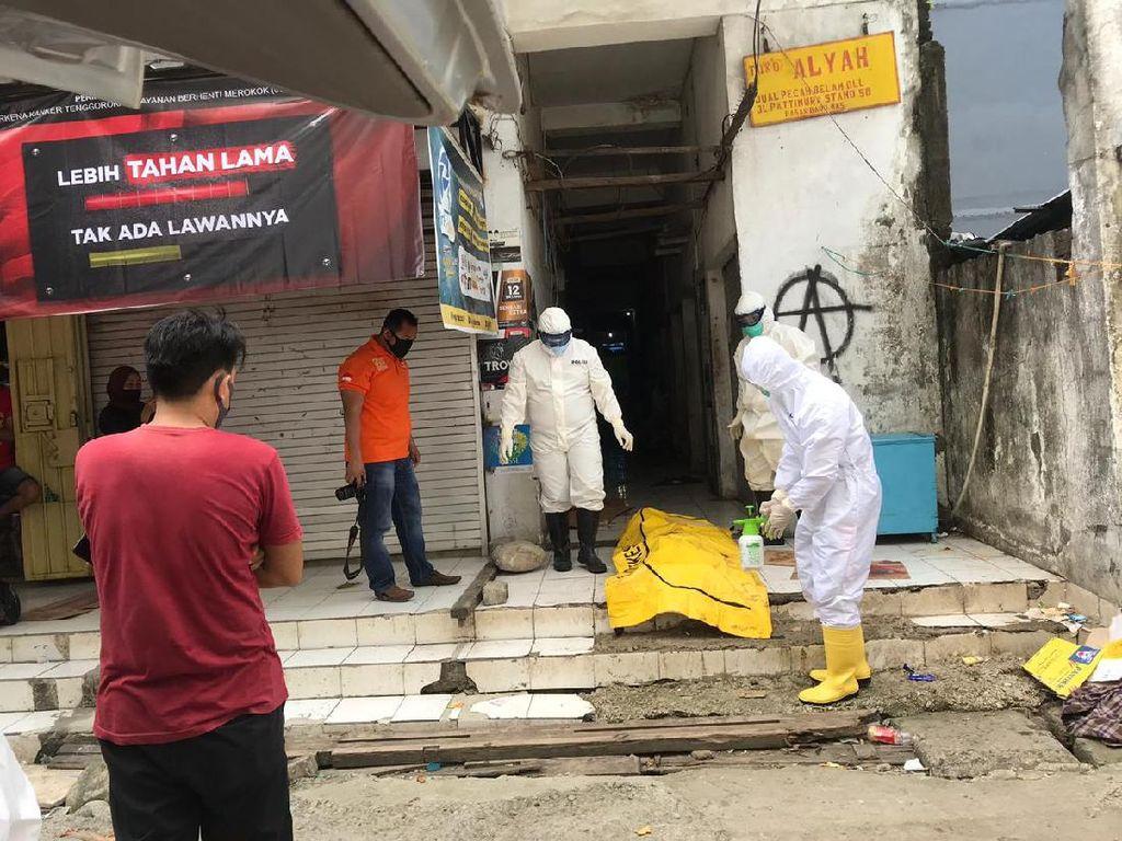 Warga Makassar Ditemukan Tewas di Pinggir Pasar, Dievakuasi Petugas Ber-APD