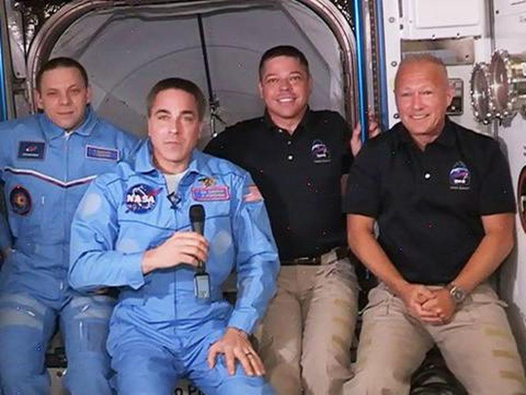 2 Astronaut AS Tiba di Stasiun Luar Angkasa, Disambut 2 Kosmonot Rusia