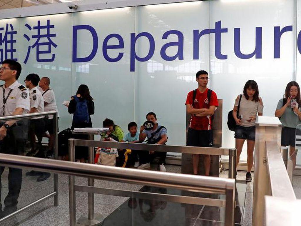 Masa Depan Suram, Warga Hong Kong Pertimbangkan Angkat Kaki Selamanya
