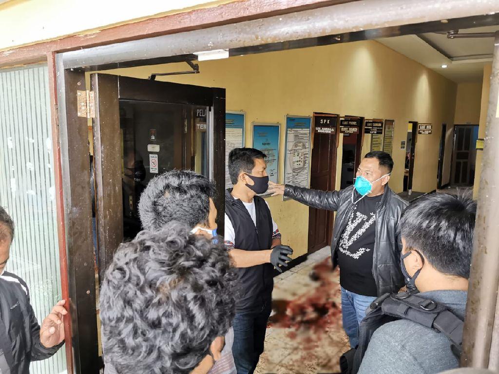 Kapolda Kalsel Cek TKP-Sambangi Rumah Korban Penyerangan Polsek Daha Selatan