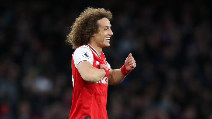 LONDON, ENGLAND - OCTOBER 27: David Luiz of Arsenal celebrates after scoring his teams second goal during the Premier League match between Arsenal FC and Crystal Palace at Emirates Stadium on October 27, 2019 in London, United Kingdom. (Photo by Alex Morton/Getty Images)