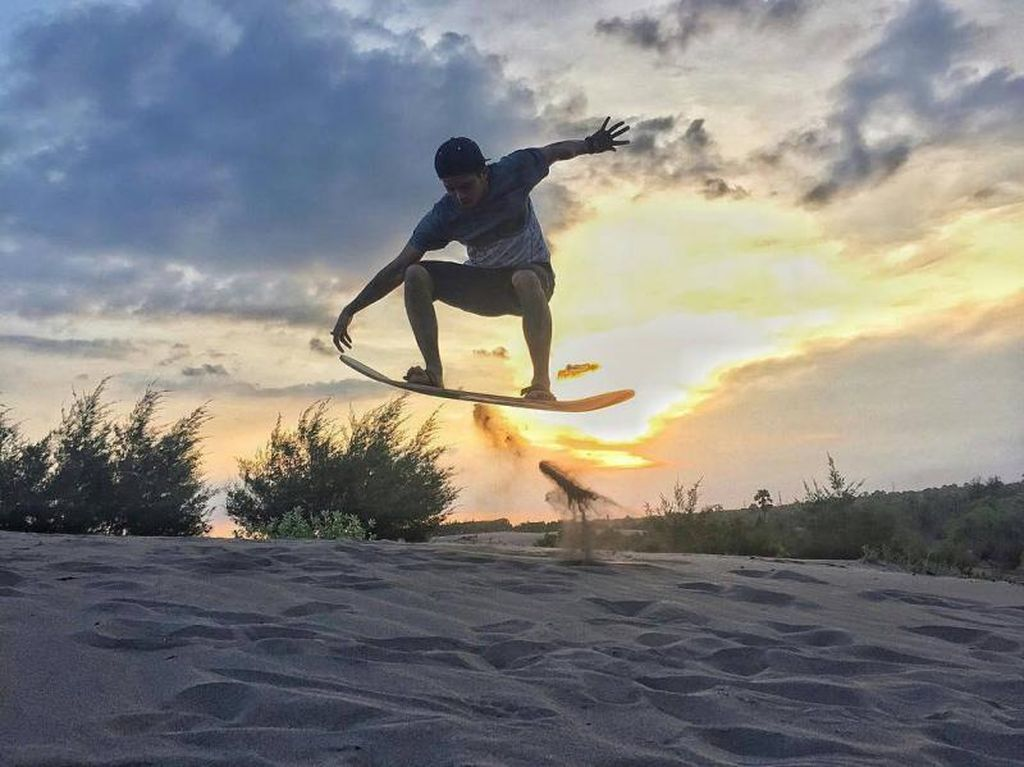 Siapkan Mentalmu untuk Sandboarding di Parangkusumo, Yogyakarta