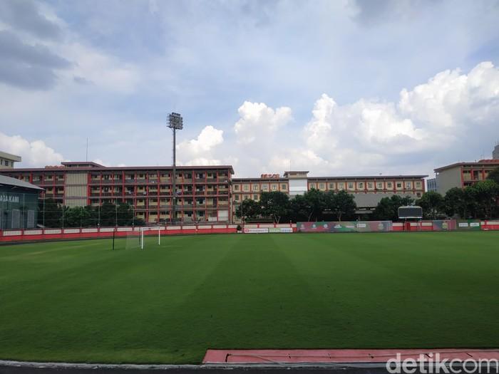 Stadion PTIK tetap terawat di jeda kompetisi Shopee Liga 1 2020. (