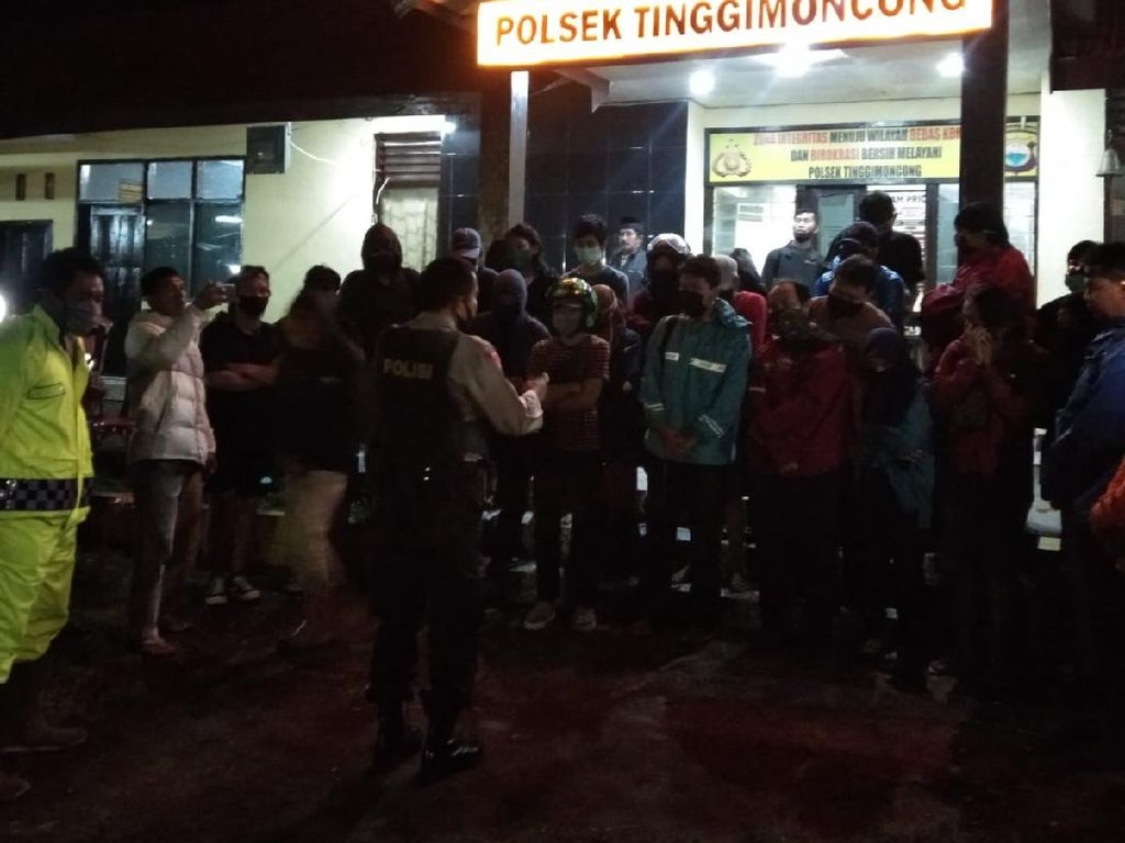 24 Mahasiswa Terjebak Air Bah Usai Main di Air Terjun Jeneberang Dievakuasi