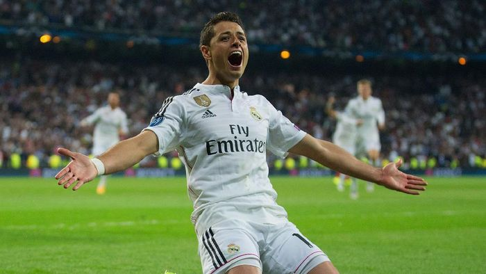 MADRID, SPAIN - APRIL 22:  Javier Hernandez of Real Madrid CF celebrates as he scores their first goal during the UEFA Champions League quarter-final second leg match between Real Madrid CF and Club Atletico de Madrid at Bernabeu on April 22, 2015 in Madrid, Spain.  (Photo by Gonzalo Arroyo Moreno/Getty Images)
