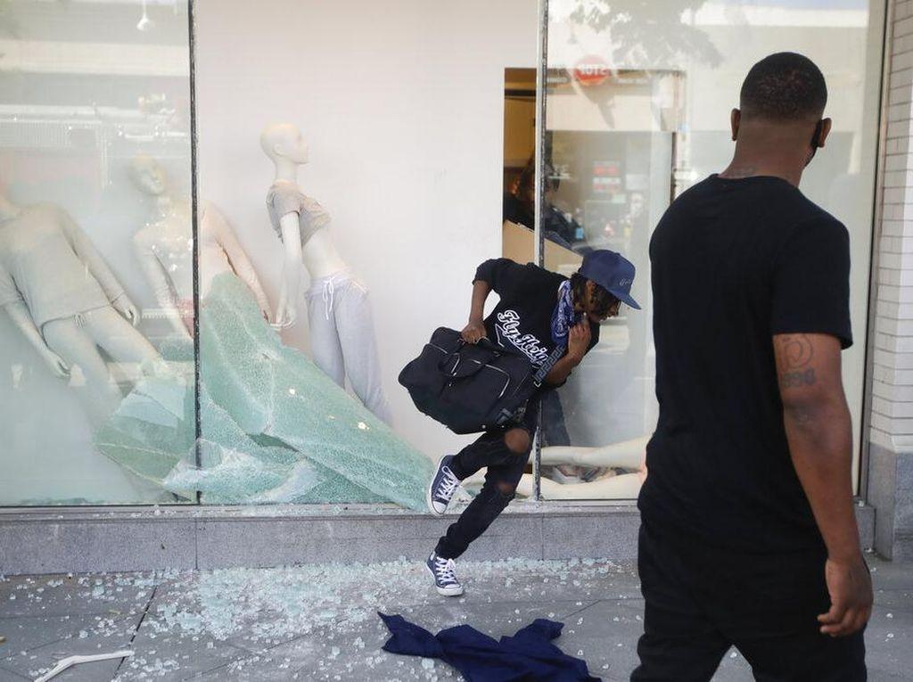 Ritel di AS Tutup Lagi Gara-gara Penjarahan dan Demo George Floyd