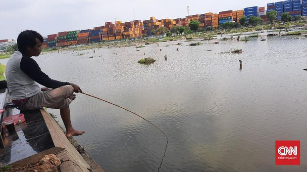 Hampir TPU Tanah Semper kondisinya kini seperti kolam pemancingan. (
