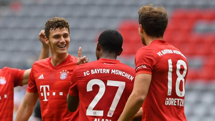 MUNICH, GERMANY - MAY 30: Benjamin Pavard, David Alaba and Leon Goretzka of Bayern Munich celebrate their sides second goal during the Bundesliga match between FC Bayern Muenchen and Fortuna Duesseldorf at Allianz Arena on May 30, 2020 in Munich, Germany. (Photo by Christof Stache/Pool via Getty Images)