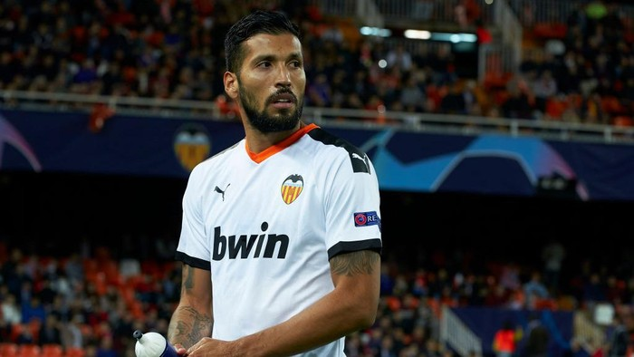 VALENCIA, SPAIN - NOVEMBER 27: Ezequiel Garay of Valencia looks on prior to the UEFA Champions League group H match between Valencia CF and Chelsea FC at Estadio Mestalla on November 27, 2019 in Valencia, Spain. (Photo by Manuel Queimadelos Alonso/Getty Images)