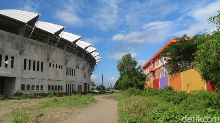 Penampakan Stadion Barombong yang kian terbengkalai.