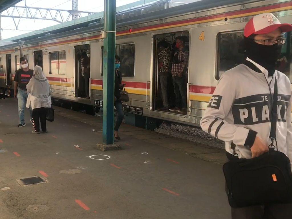 Suasana Stasiun Manggarai Jelang 2 Hari Berakhirnya PSBB DKI
