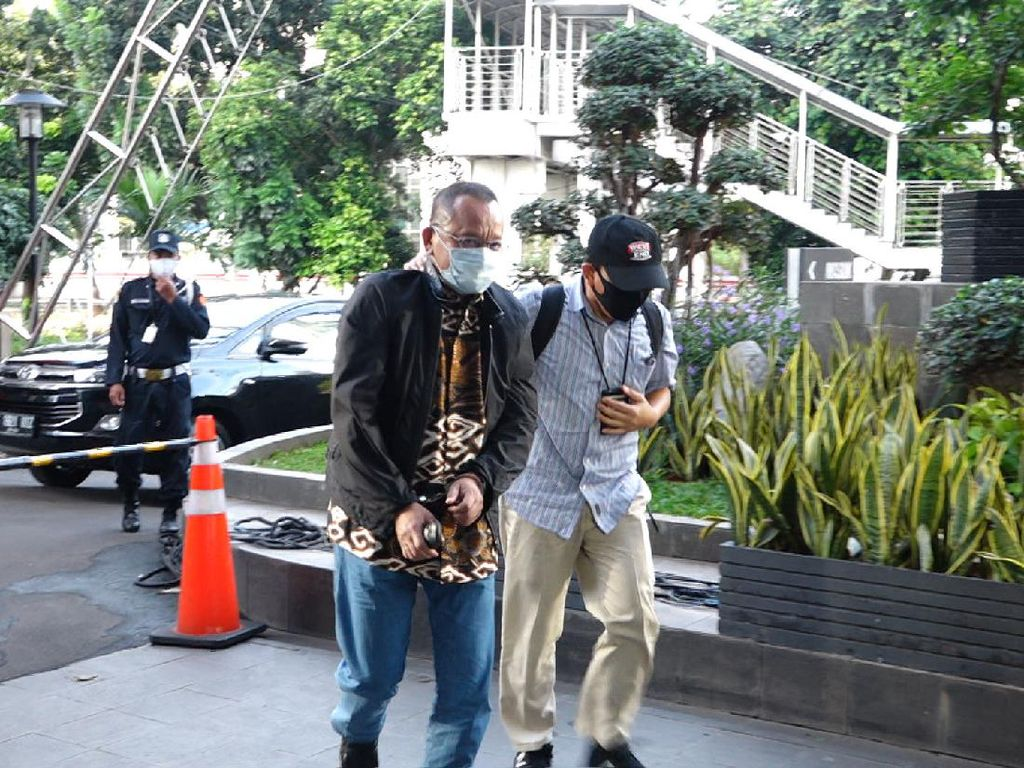 MAKI Apresiasi KPK Tangkap Nurhadi, Hadiah iPhone 11 Diserahkan ke Informan