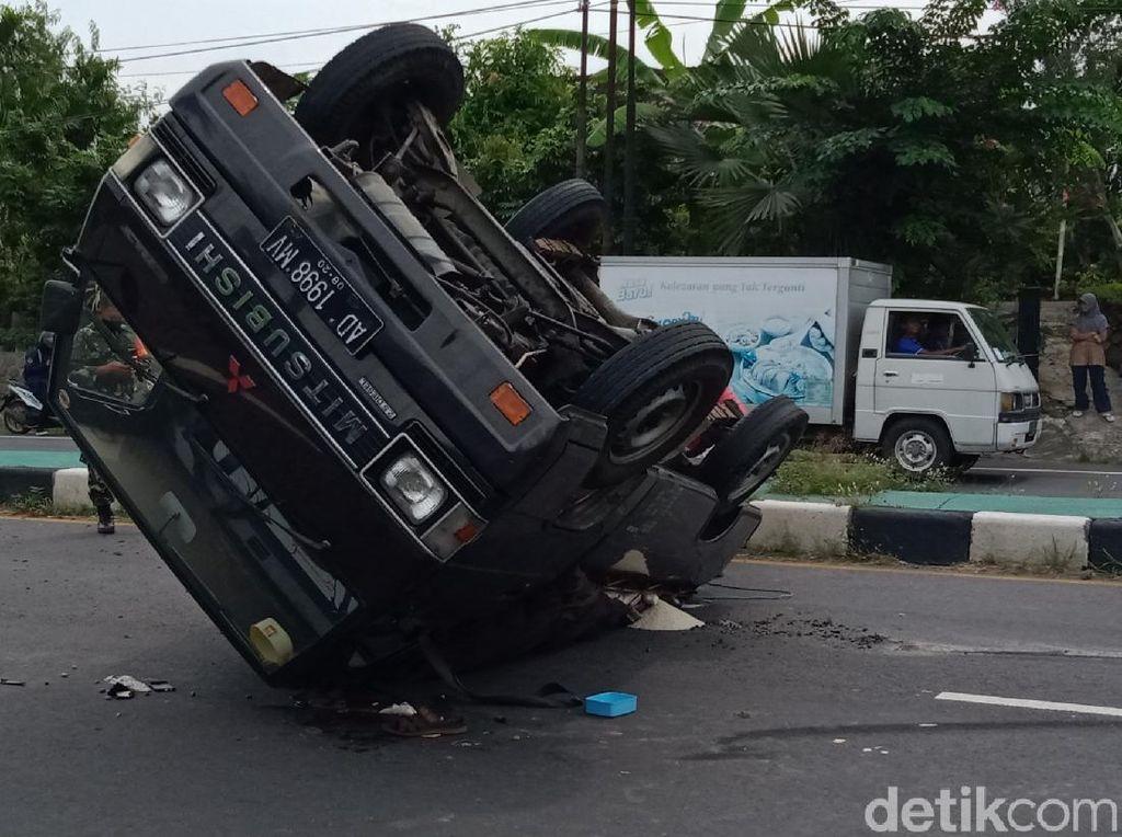 Nekat Numpang di Mobil Bak, Kecelakaan Nggak Kenal Jarak Dekat