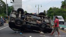 Kecelakaan Pikap Bermuatan Beras Terbalik di Jalan Yogya-Solo, Klaten