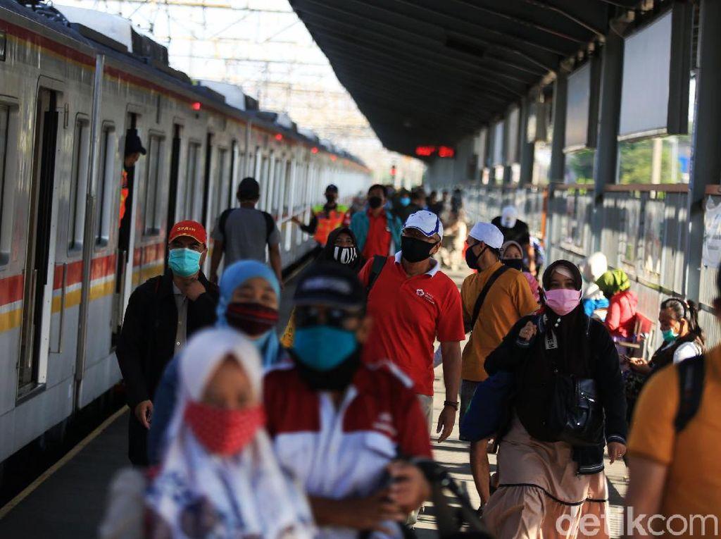 Ganjil-Genap Motor Dinilai Bikin Padat Bus-MRT, Bagaimana Bisa Jaga Jarak?