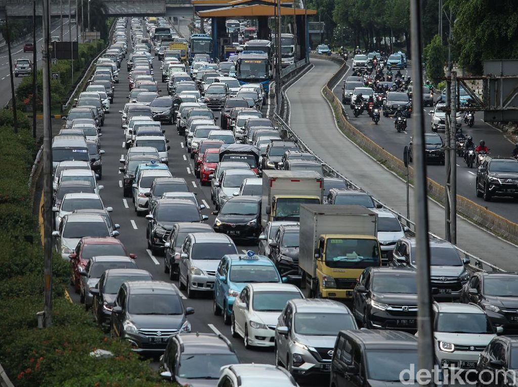 Jakarta Macet Lagi, Ini Tips Menghemat Bahan Bakar Mobil