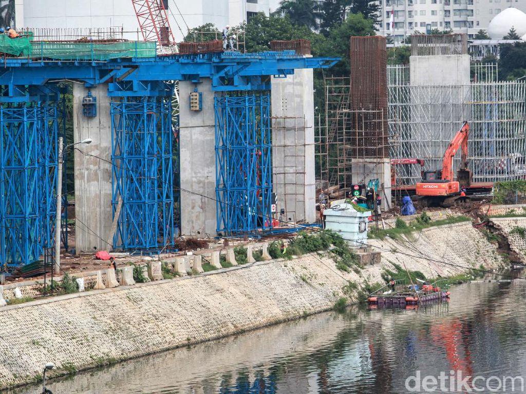 Proyek LRT di Dukuh Atas Jalan Terus