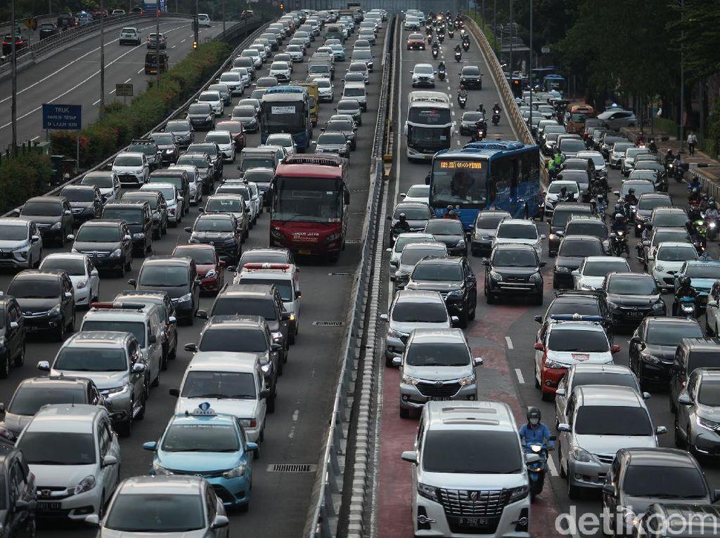 Perkantoran di DKI Dibuka Hari Ini, Tol Cibubur Arah Cipayung Macet 3 Km