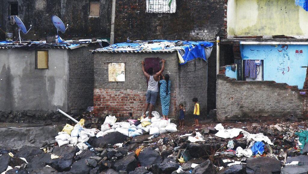 India Evakuasi Warga Antisipasi Serangan Topan Nisarga