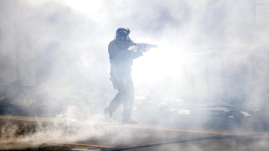 Gas Air Mata Berseliweran di Tengah Demo George Floyd