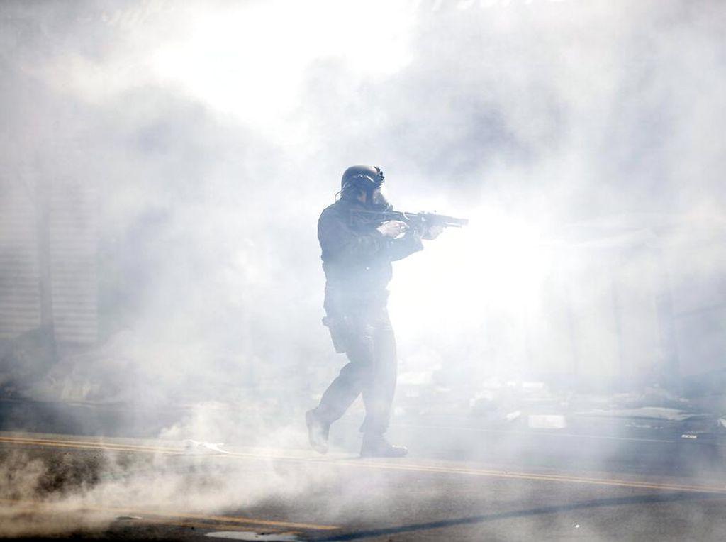 Epidemiolog: Gas Air Mata saat Demo Perburuk Penularan COVID-19
