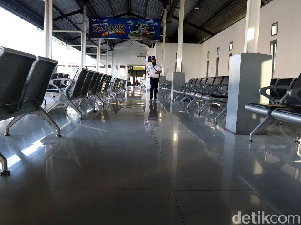 Tidak Ada Perjalanan Jarak Jauh, Stasiun Kiaracondong Sepi