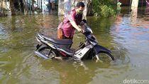 Potret Banjir Rob yang Rendam Pemukiman Warga Pekalongan