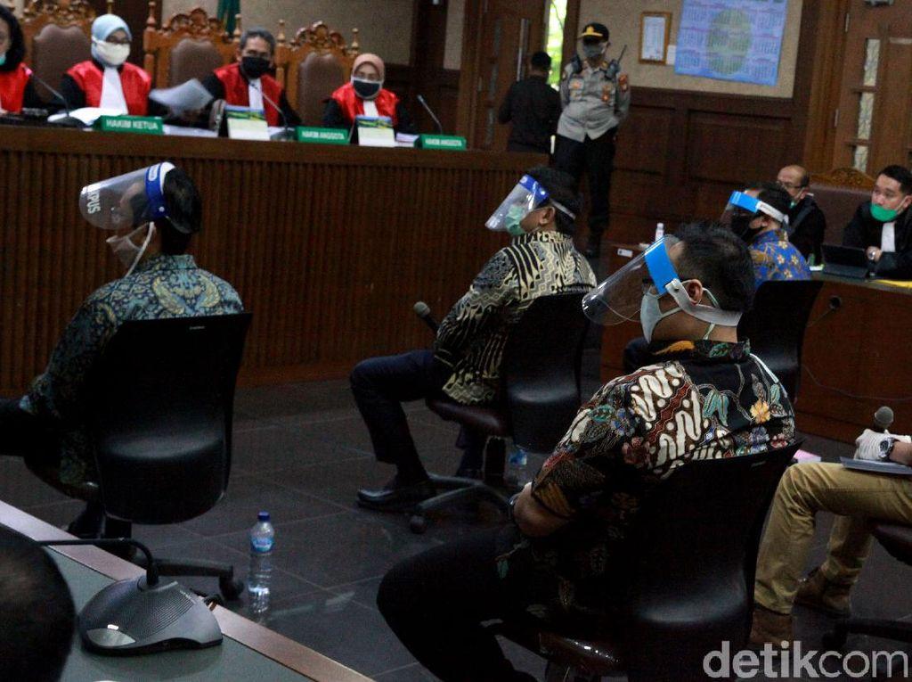 Terdakwa Kasus Jiwasraya Pakai Face Shield Saat Sidang