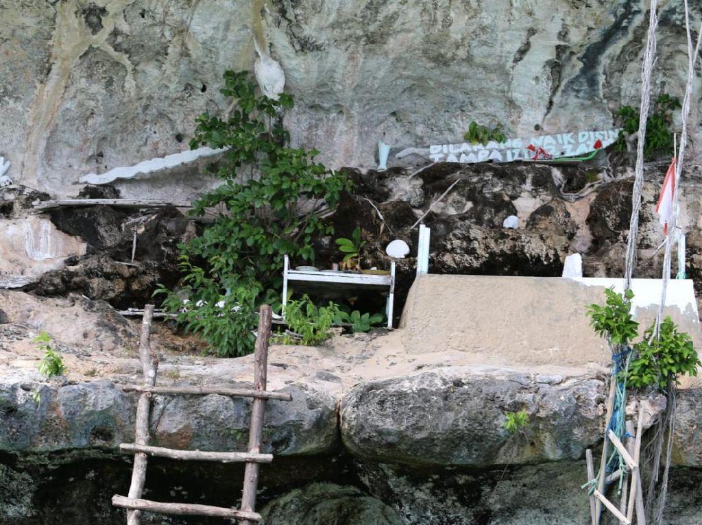 Pulau Sakral Makam Putri Duyung di Papua Barat