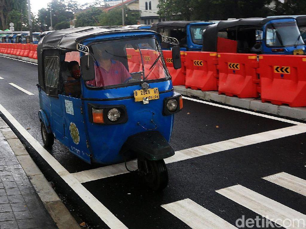Uji Coba Penataan Parkir Angkot di Stasiun Tanah Abang