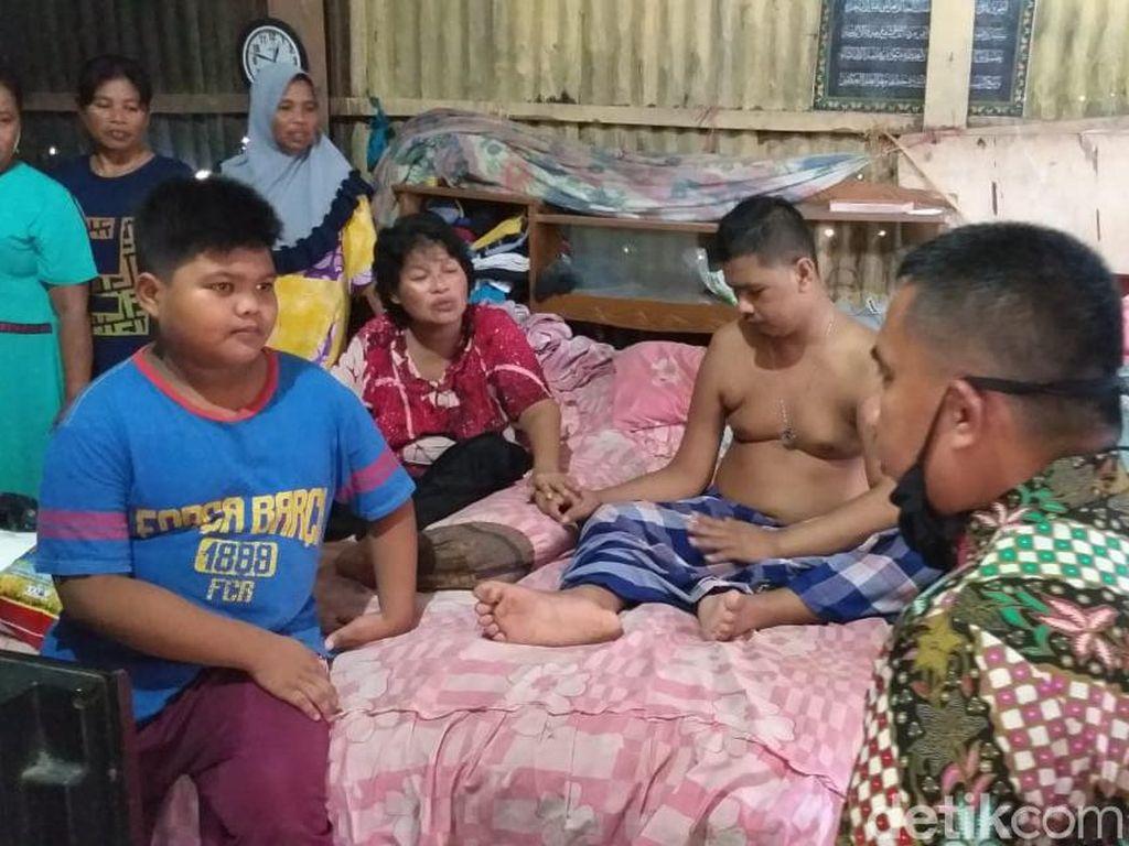 Selain Bersihkan BAB Ortu Yang Stroke, Bocah Babil Juga Masak Sendiri