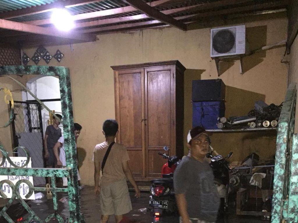 Akibat Rob, Wilayah Pesisir Jakarta Utara Terendam Banjir