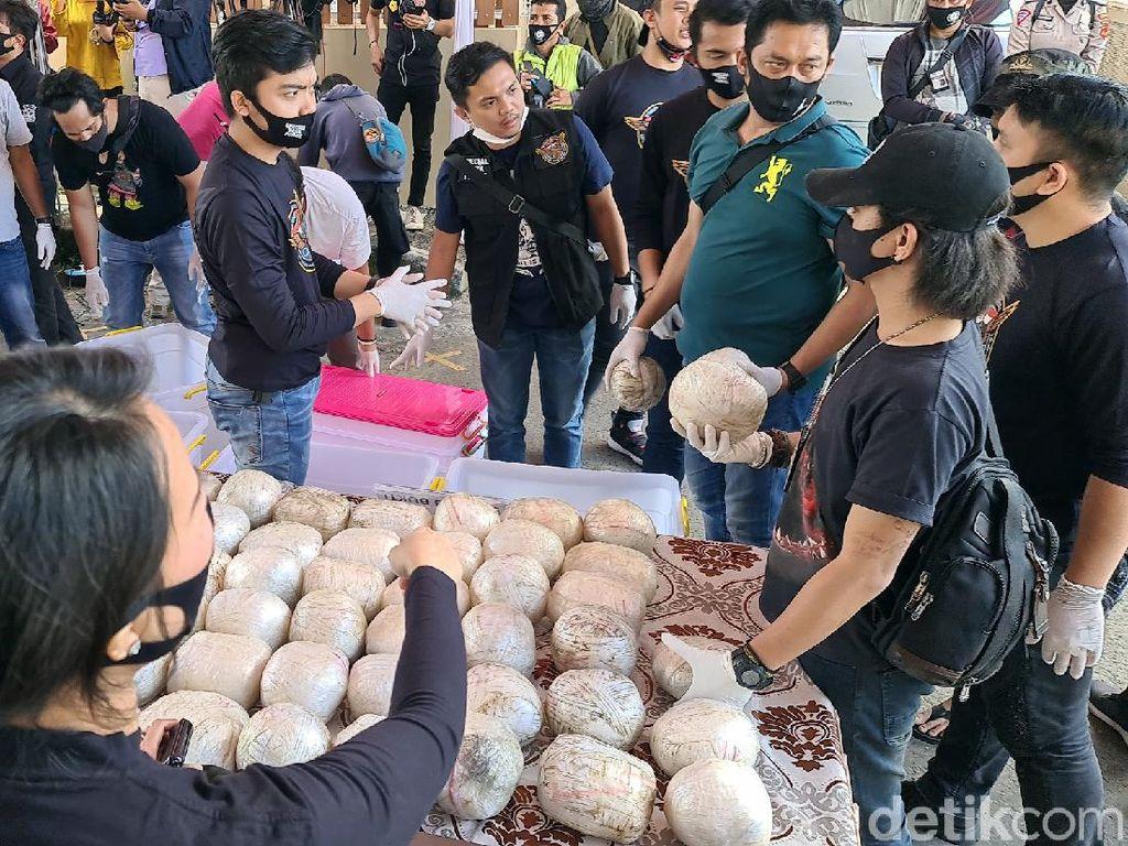 Bongkar Kasus Narkoba di Sukabumi, Polisi Sita Sabu 402 Kg!