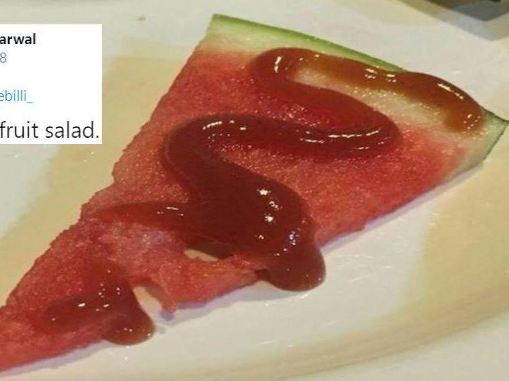 Makan Semangka Pakai Saus Tomat, Netizen Sebut Penistaan Makanan!