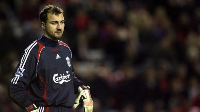 Liverpool goalkeeper Jerzy Dudek stands in goal against Arsenal in their English League Cup quarter final football match  at Anfield, Liverpool, England, 09 January 2007. Arsenal won the game 6-3. AFP PHOTO/PAUL ELLIS (Photo by PAUL ELLIS / AFP)