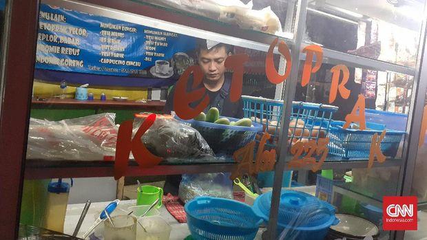 Pedagang ketoprak di bilangan Cilangkap, Jakarta Timur.