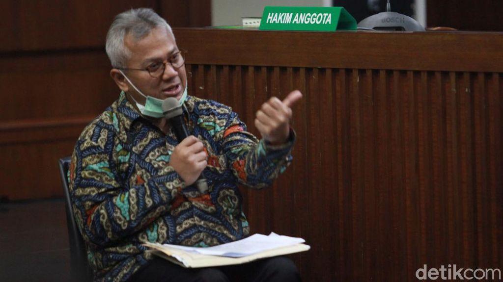 Ketua KPU Bersaksi di Sidang Suap PAW Anggota DPR