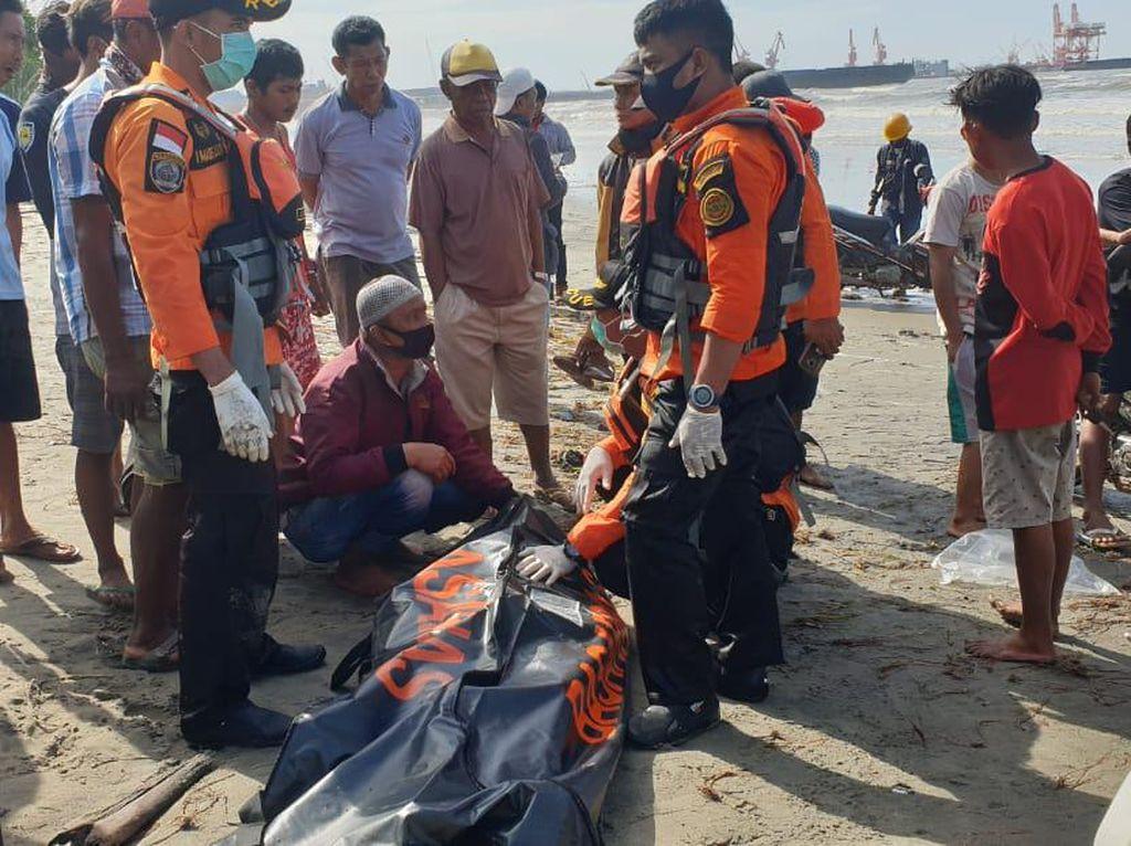 Kapal Terbalik Dihantam Ombak di Konawe Sultra, 1 Nelayan Tewas