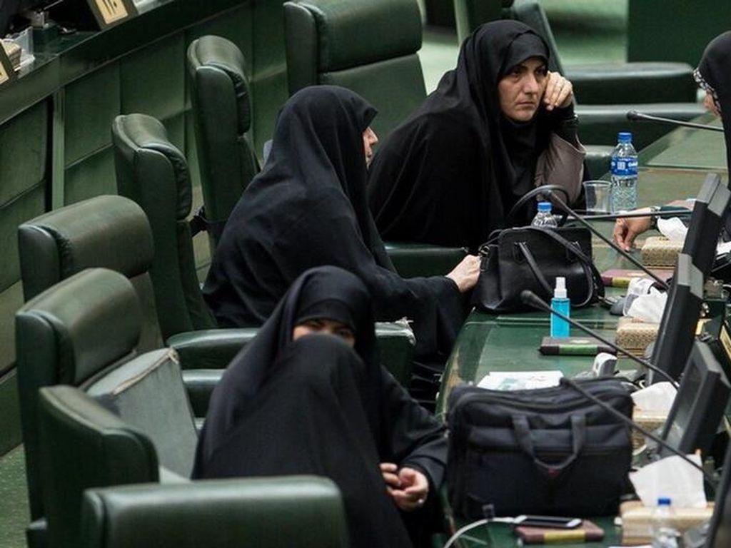 Perlindungan Perempuan di Iran Terganjal Kaum Konservatif