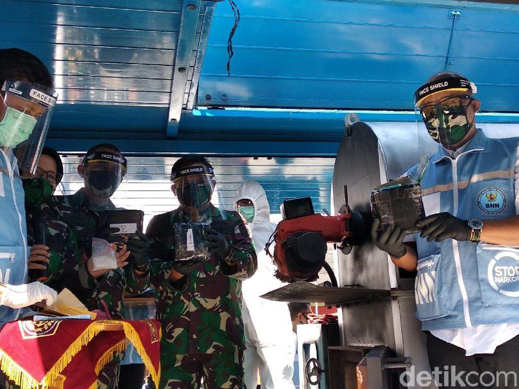 Lima Kg Sabu dari BNN Jabar dan Otmil Bandung Dimusnahkan